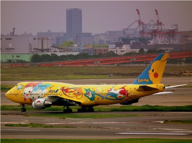 ALL_NIPPON_AIRWAYS_BOEING_747-400D_POKEMON_LIVERY_AT_TOKYO_HANEDA_AIRPORT_JUNE_2012_(7408105910)