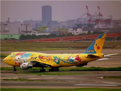 ALL_NIPPON_AIRWAYS_BOEING_747-400D_POKEMON_LIVERY_AT_TOKYO_HANEDA_AIRPORT_JUNE_2012_(7408105910)